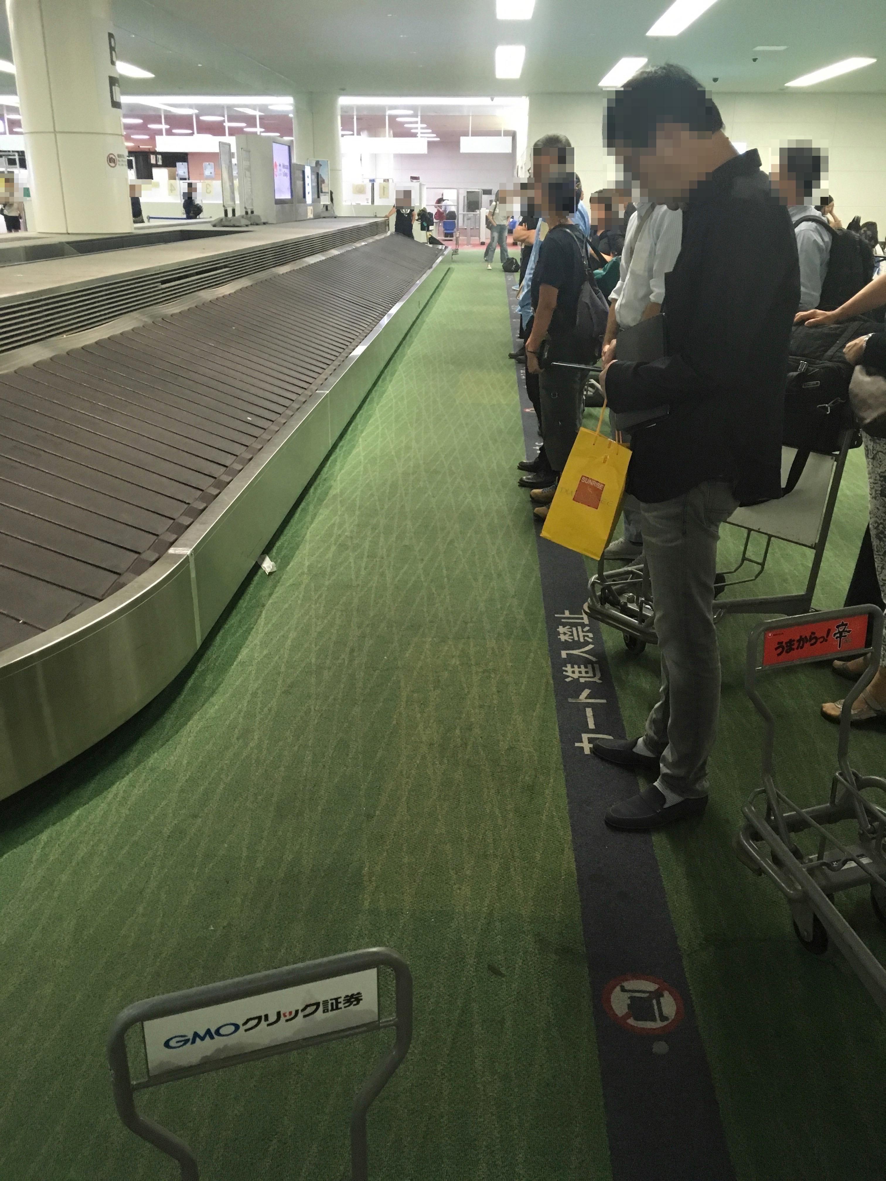羽田空港荷物受け取り